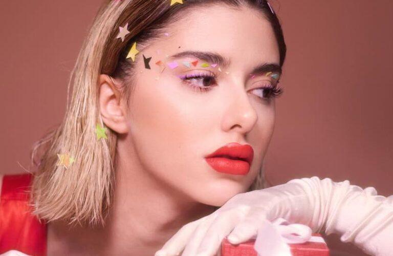 20 Glamorous Christmas Makeup Looks