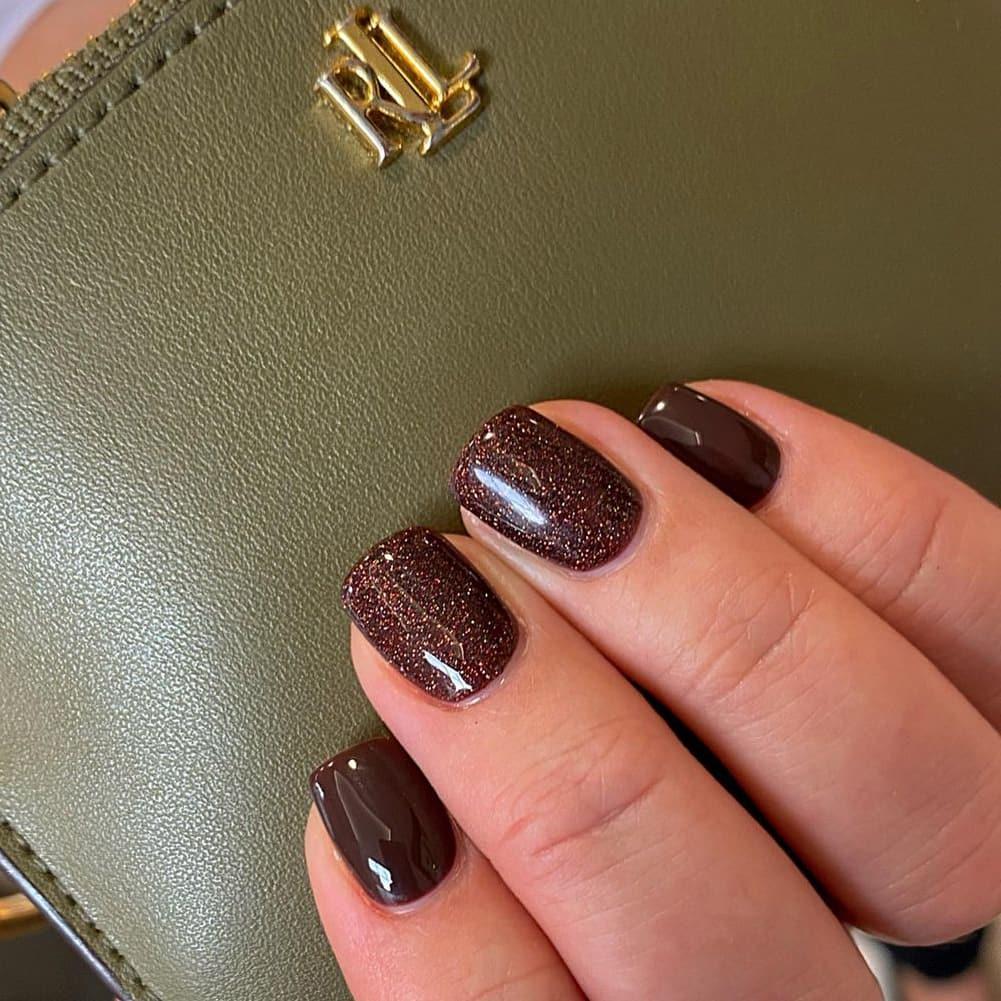 Shiny brown short nails